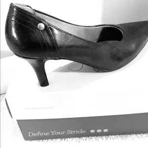 Black life stride pumps